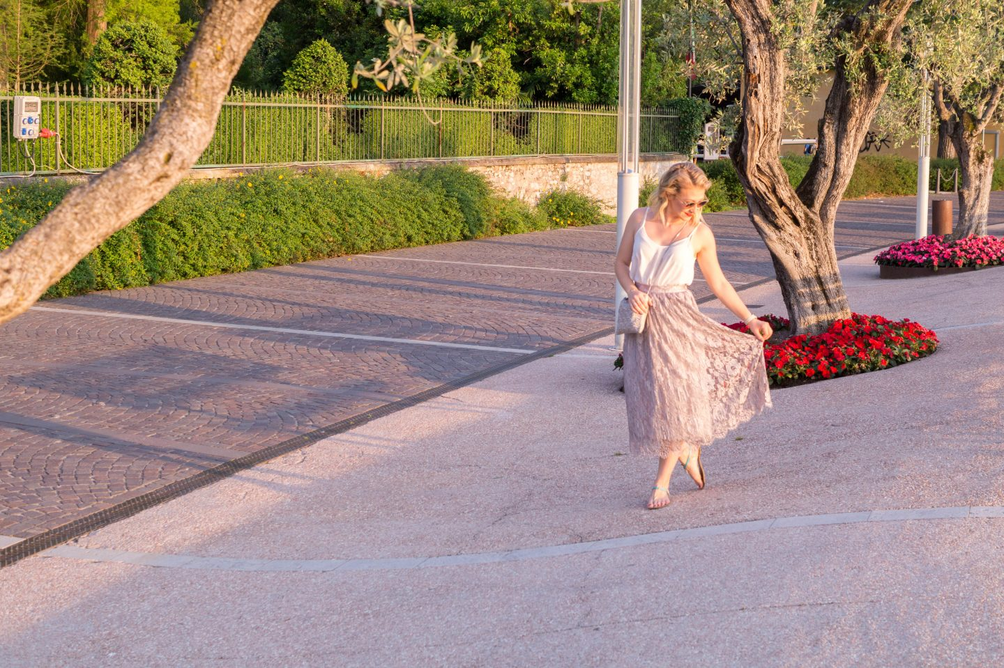 Outfit: Lace Midi Skirt & Golden Hour in Bardolino, Italy