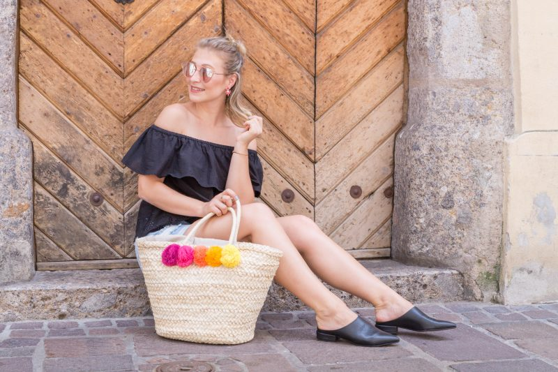 Outfit: Summer Trend Shoes with Glittery Peonies
