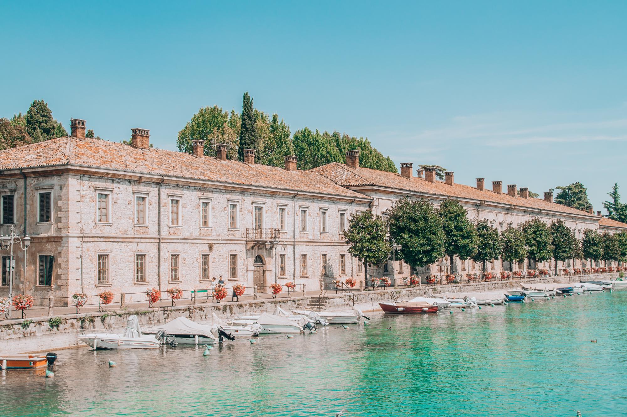 lake garda primetime chaos summer outfit travel tips italy italien italia lago di garda gardasee peschiera del garda
