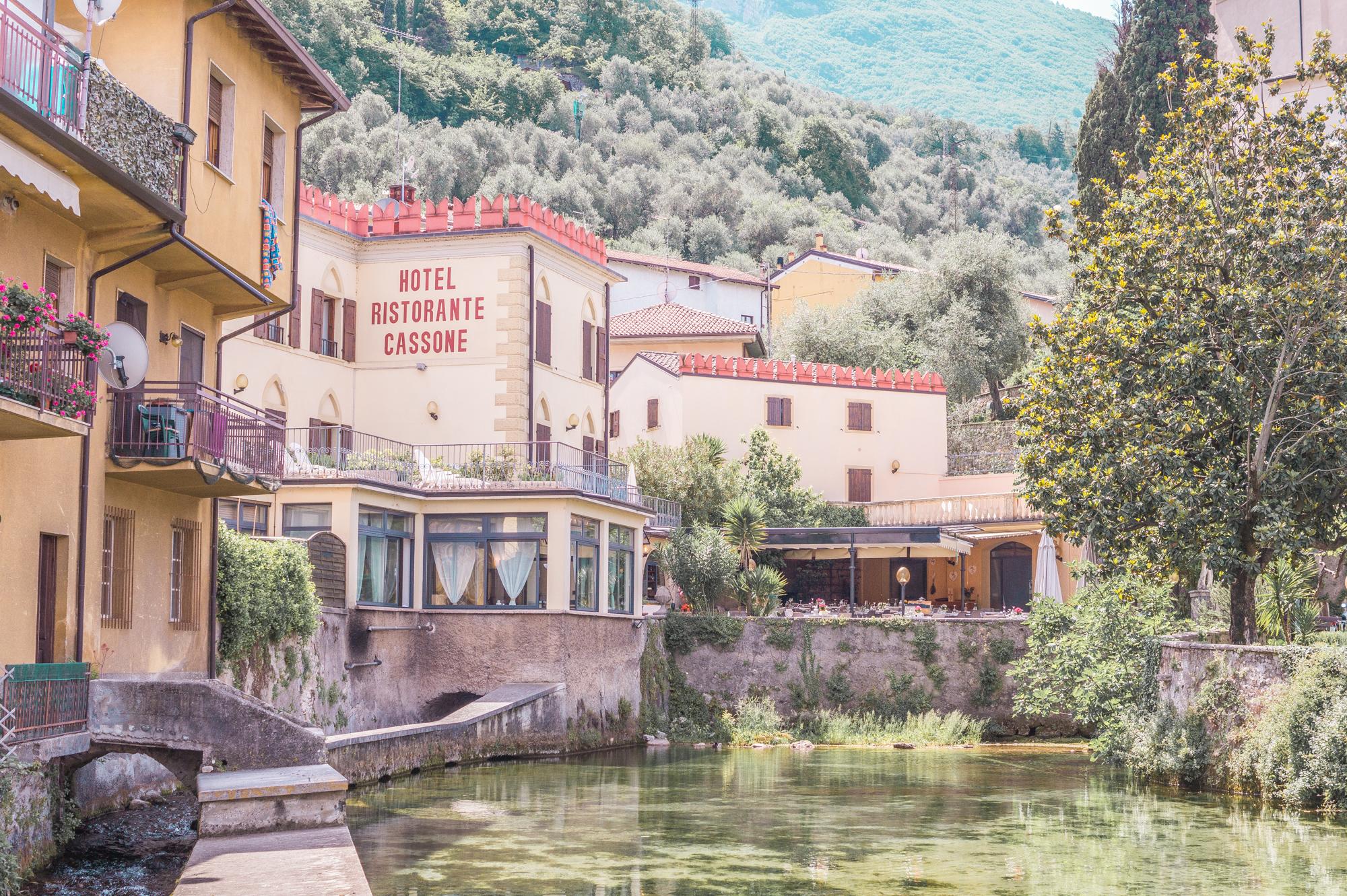 lake garda primetime chaos summer outfit travel tips italy italien italia lago di garda gardasee lazise