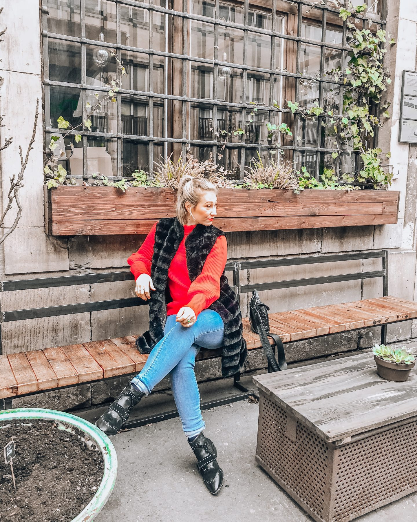 Berlin Outfit Fashion Blog Knit Fake Fur Denim Boots